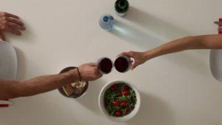 717104411-comedor-botella-de-vino-mesa-de-comedor-vino-tinto